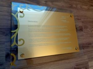 Plaque acrylique avec stratifié or