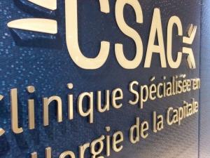 Logo en lettrage d'acrylique