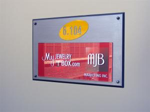 Plaque en acrylique