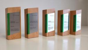Trophée en bois et aluminium