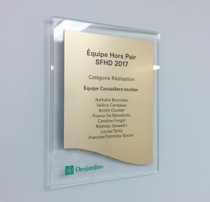 Plaque en acrylique et métal