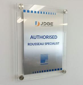 Plaque en acrylique et métal sérigraphié