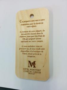 Étiquette en bois gravé
