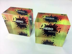 Trophée cube acrylique sérigraphié